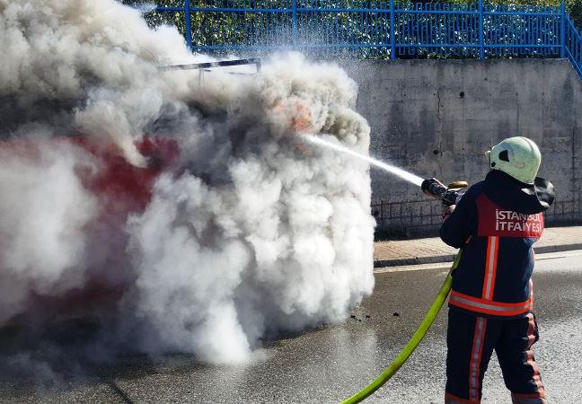Kayışdağında konteyner yangını - Haberler - İstanbul İtfaiyesi