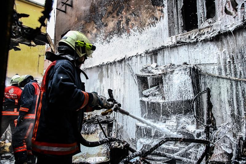 Balatta işyeri yangını - Haberler - İstanbul İtfaiyesi