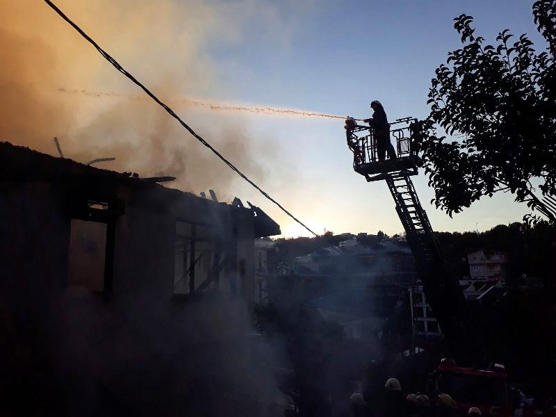 Üsküdarda metruk bina yangını - Haberler - İstanbul İtfaiyesi