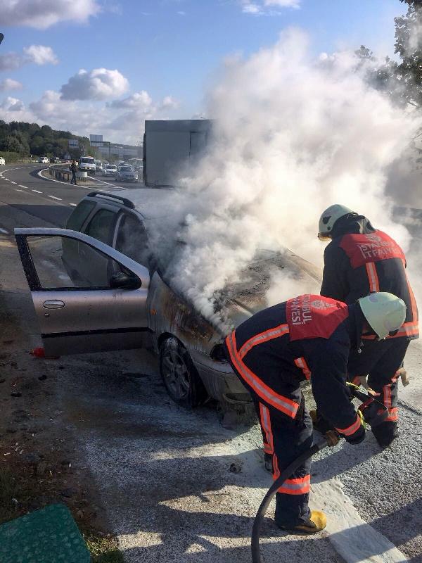 Kavacıkta oto yangını - Haberler - İstanbul İtfaiyesi