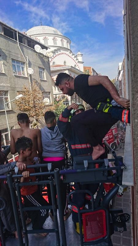 Bayrampaşada ikametgah yangını  - Haberler - İstanbul İtfaiyesi