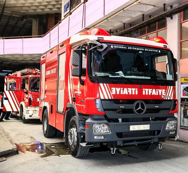 İkitellide depo yangını - Haberler - İstanbul İtfaiyesi