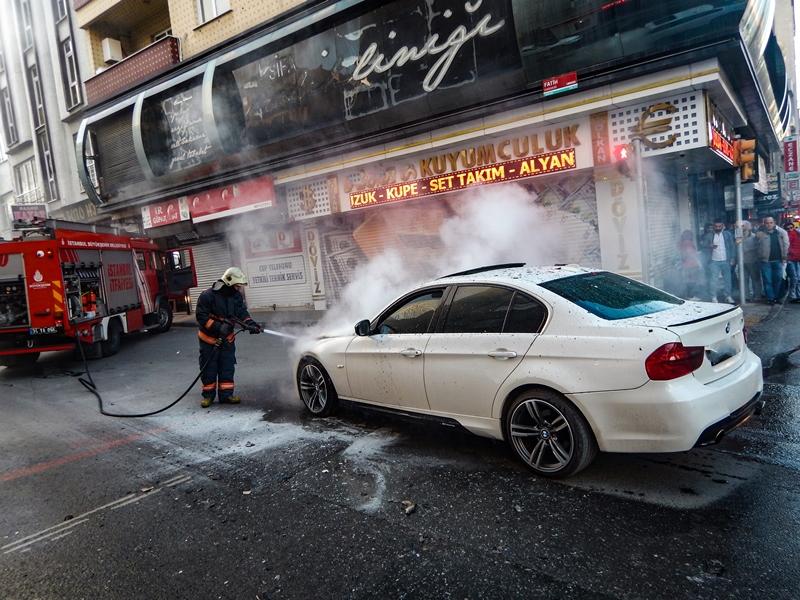Bağcılarda araç yangını - Haberler - İstanbul İtfaiyesi