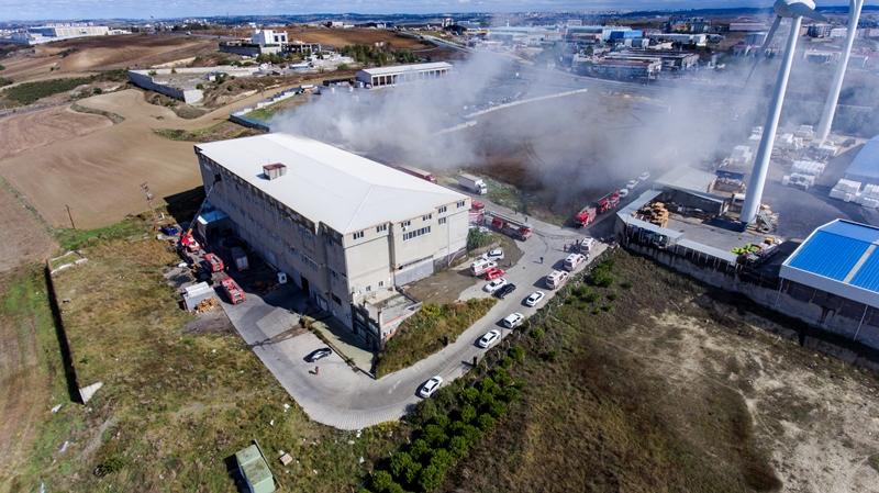 Arnavutköyde depo yangını - Haberler - İstanbul İtfaiyesi