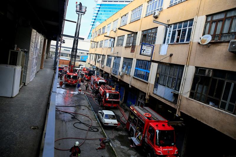 Rami Kışla Caddesinde işyeri yangını - Haberler - İstanbul İtfaiyesi