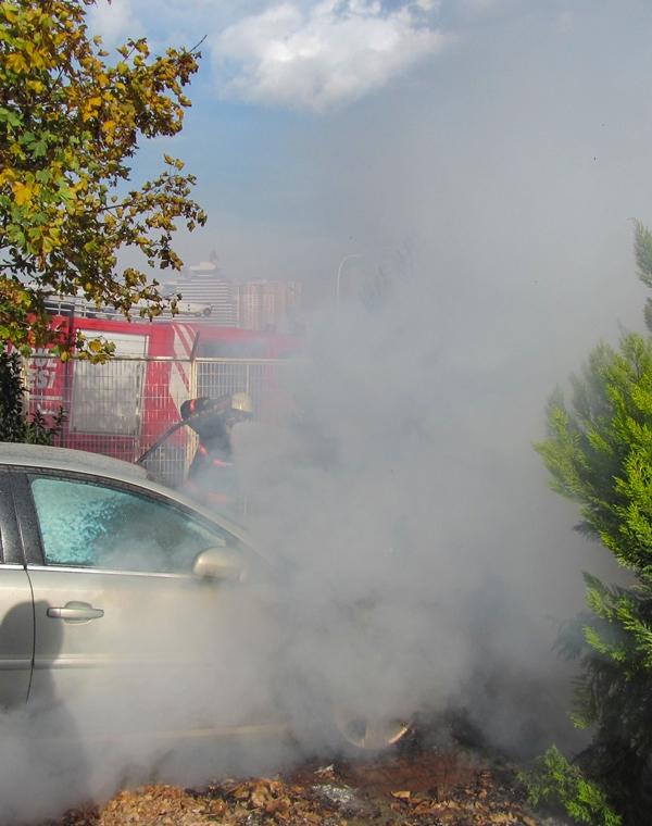 Yakupluda araç yangını - Haberler - İstanbul İtfaiyesi