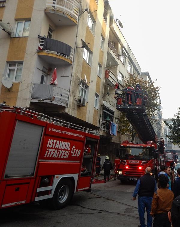 Zeytinburnunda daire yangını - Haberler - İstanbul İtfaiyesi
