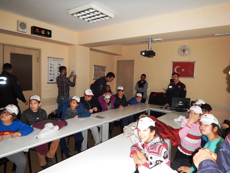Engelli çocuklarımız Beylikdüzü istasyonumuzu ziyaret etti - Haberler - İstanbul İtfaiyesi