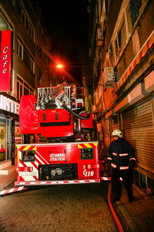 İskenderpaşa Mahallesinde ikametgah yangını - Haberler - İstanbul İtfaiyesi