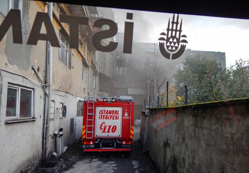 Bakırköy geri dönüşüm deposunda yangın - Haberler - İstanbul İtfaiyesi