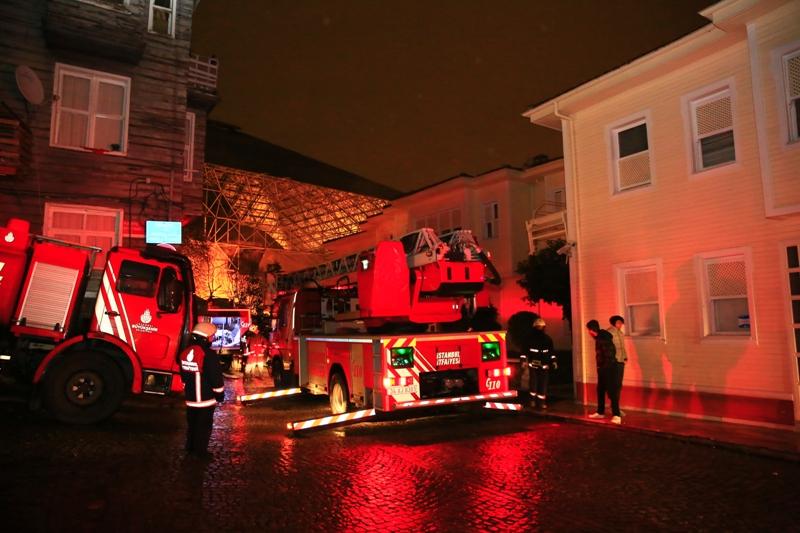 Edirnekapıda otel yangını - Haberler - İstanbul İtfaiyesi