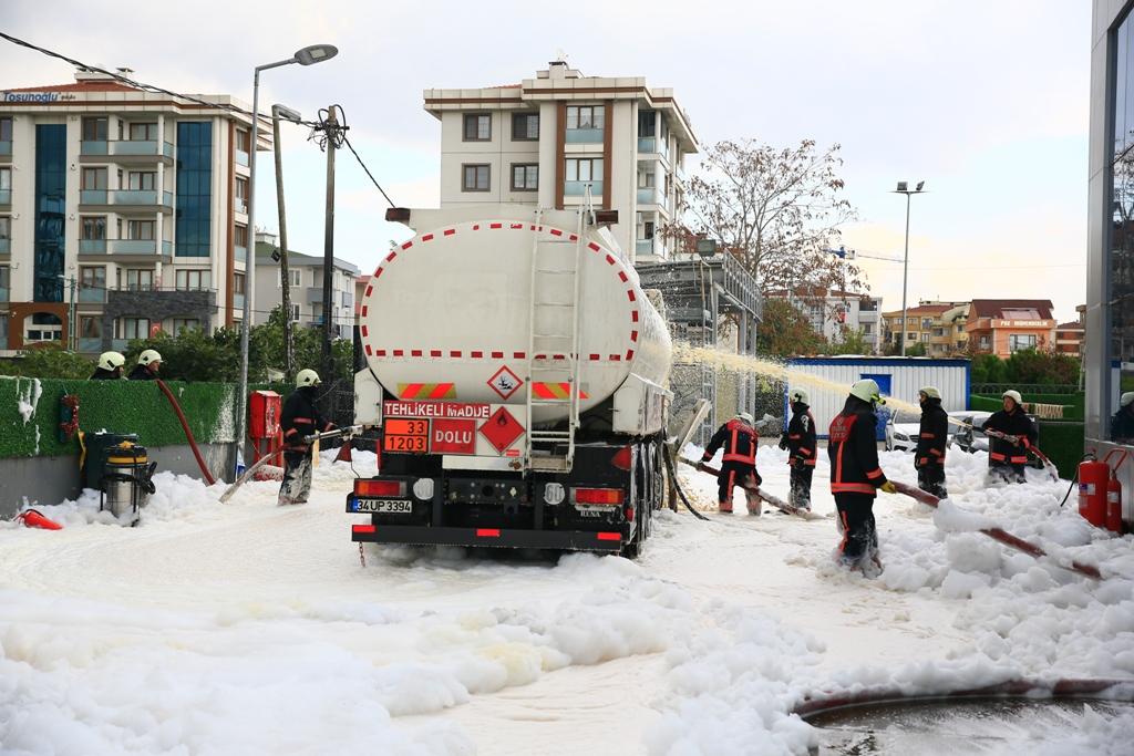 Tuzlada akaryakıt istasyonunda tanker yangını  - Haberler - İstanbul İtfaiyesi