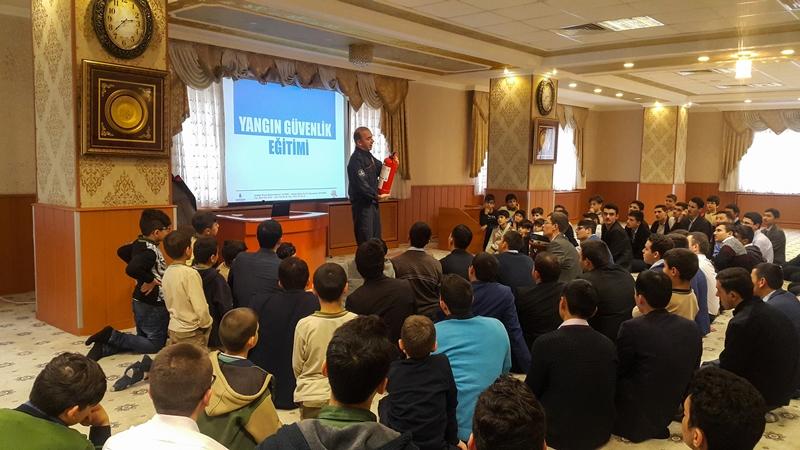 İstanbulun İtfaiyesi gençlerimizin yanında - Haberler - İstanbul İtfaiyesi