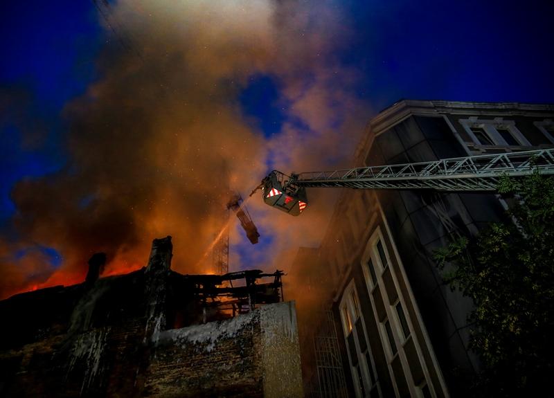 Beyoğlunda metruk bina yangını - Haberler - İstanbul İtfaiyesi