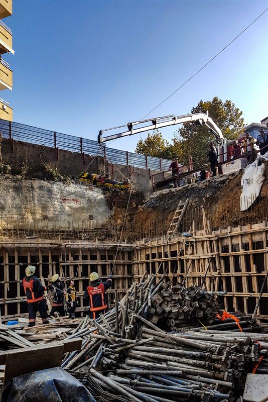 İnşaat temelinden iki işçiyi kurtardık - Haberler - İstanbul İtfaiyesi