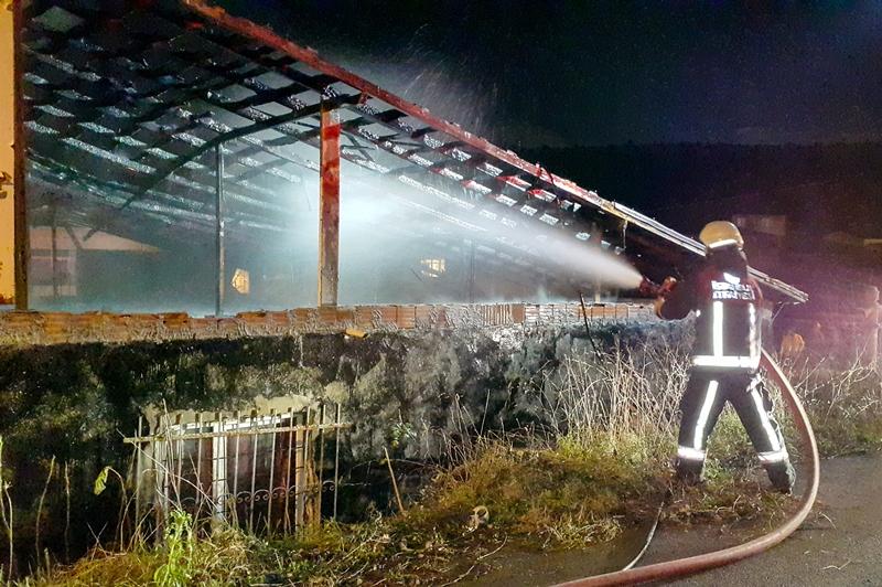 Yenişehirde çatı yangını - Haberler - İstanbul İtfaiyesi