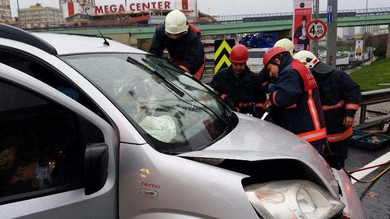 Bayrampaşada trafik kazası - Haberler - İstanbul İtfaiyesi