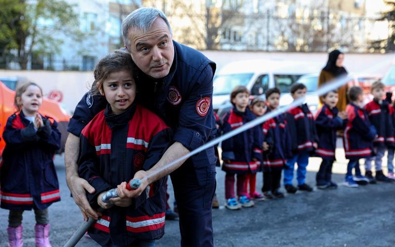 İstanbul İtfaiyesi 36 Anaokulu öğrencisine daha eğitim verdi   - Haberler - İstanbul İtfaiyesi