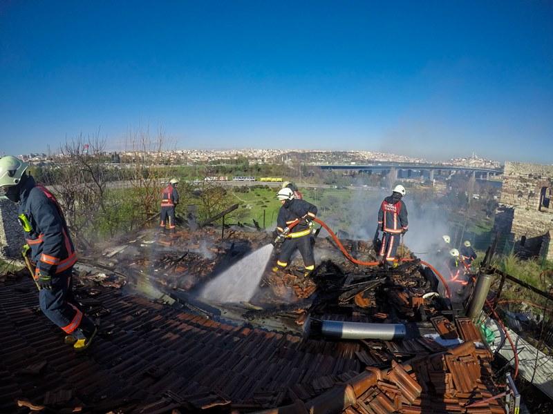 Ayvansarayda gecekondu yangını - Haberler - İstanbul İtfaiyesi