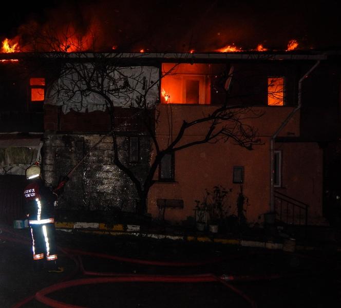 Şilede ahşap bina yangını - Haberler - İstanbul İtfaiyesi