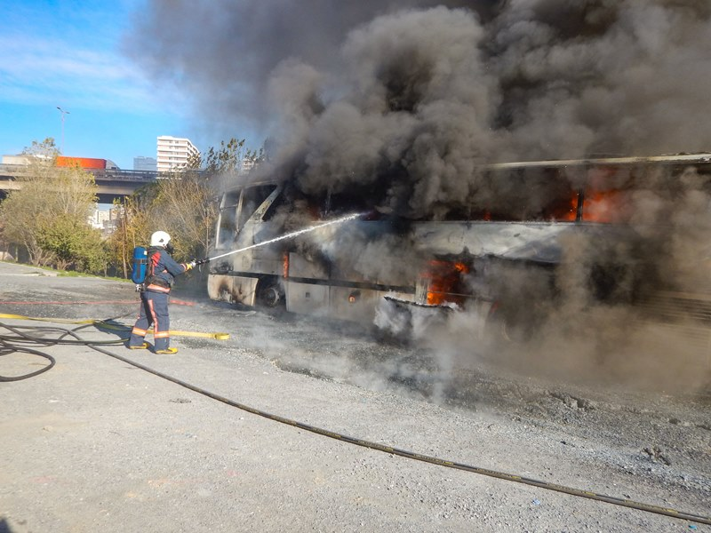 Bayrampaşada otobüs yangını - Haberler - İstanbul İtfaiyesi
