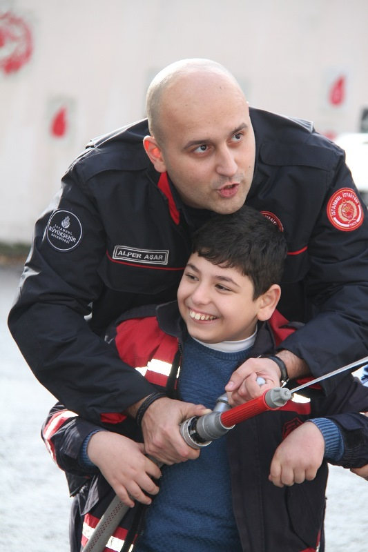 Engelli kardeşlerimizi yangına karşı bilinçlendiriyoruz - Haberler - İstanbul İtfaiyesi