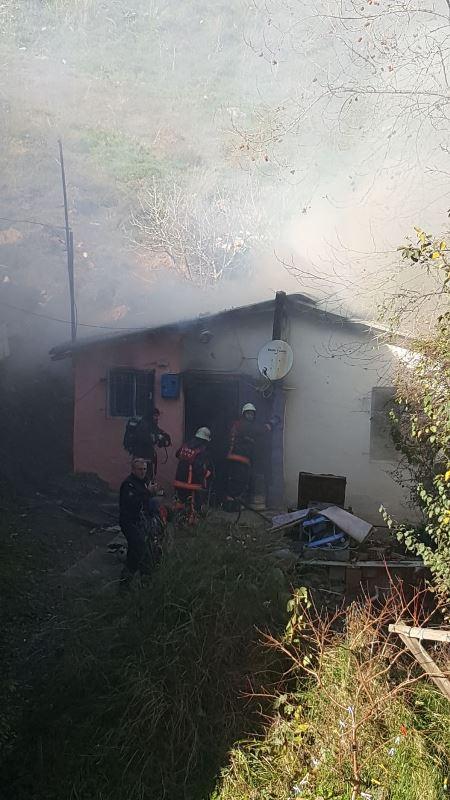 Ataşehirde gecekondu yangını - Haberler - İstanbul İtfaiyesi