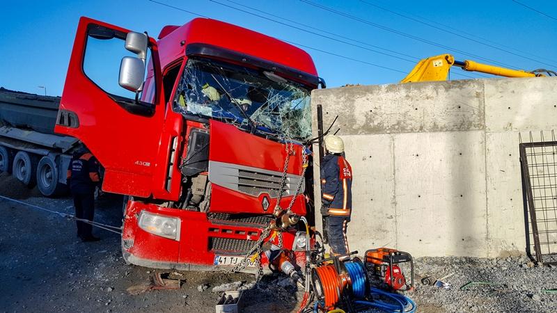 Esenyurtta trafik kazası - Haberler - İstanbul İtfaiyesi