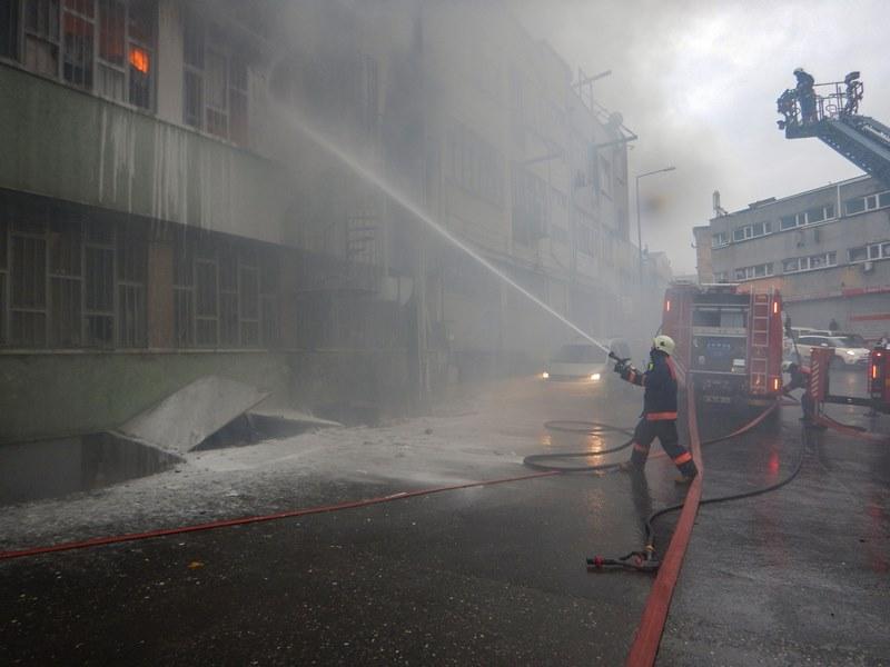 Bayrampaşada işyeri yangını - Haberler - İstanbul İtfaiyesi