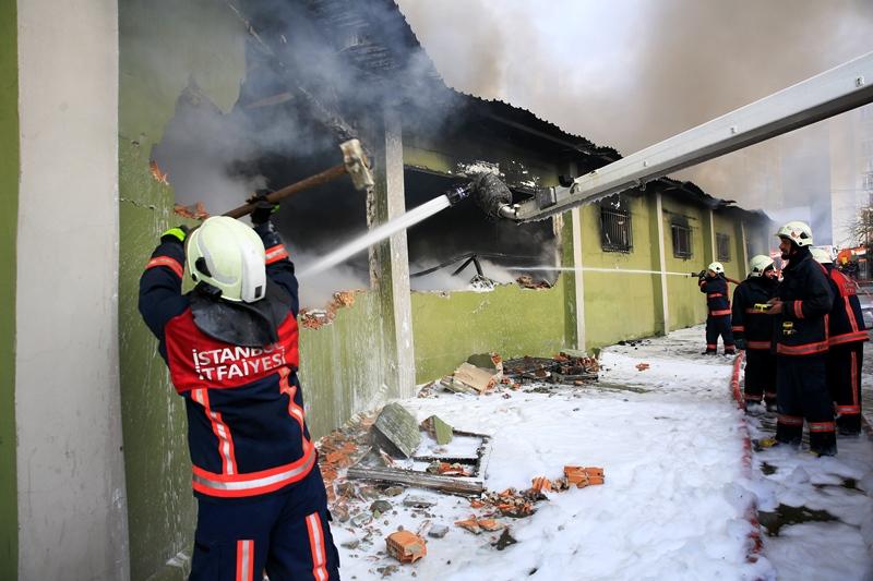 Eyüpte depo yangını - Haberler - İstanbul İtfaiyesi