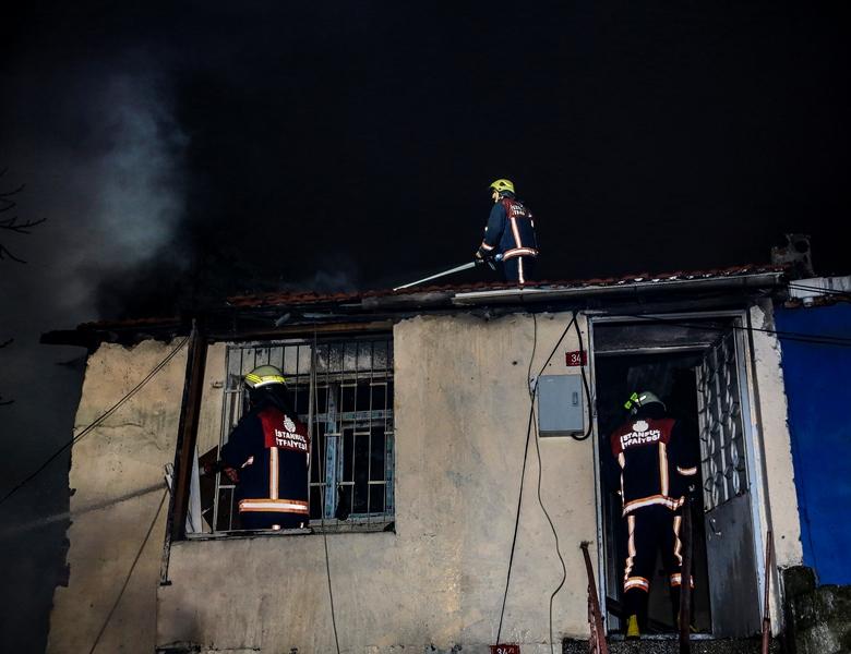 Beyoğluda gecekondu yangını - Haberler - İstanbul İtfaiyesi