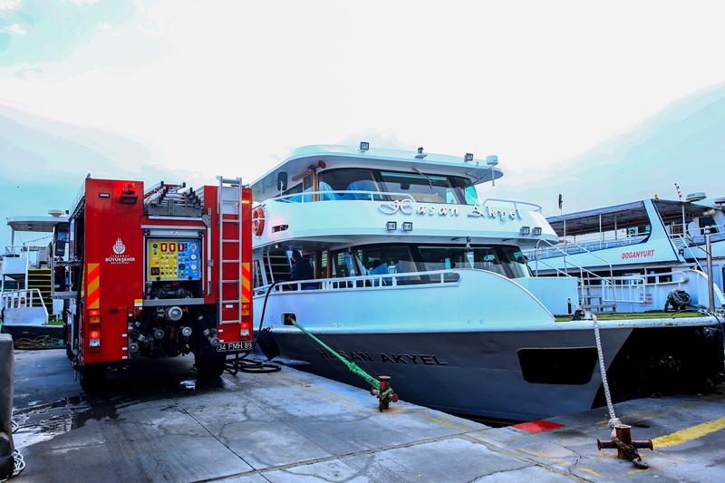 Eminönünde  gemi yangını - Haberler - İstanbul İtfaiyesi