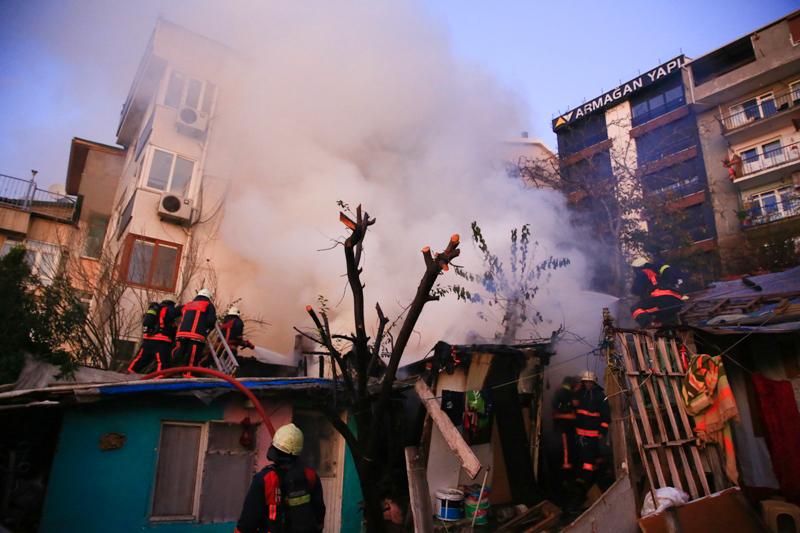 Üsküdarda gecekondu yangını - Haberler - İstanbul İtfaiyesi
