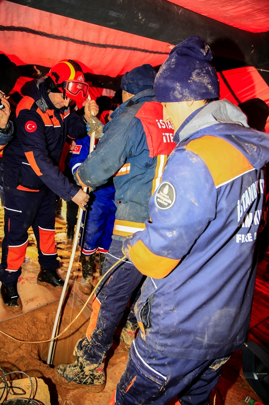 Dog stuck in the well has been rescued - News - Istanbul Fire Department