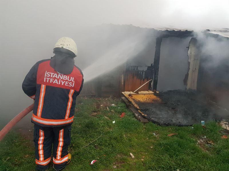 Sultanbeylide kömürlük yangını - Haberler - İstanbul İtfaiyesi