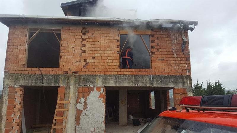 Kestanelik Köyünde çatı yangını - Haberler - İstanbul İtfaiyesi