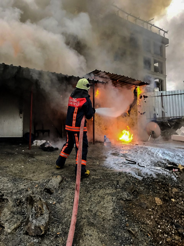 Eyüpte konteyner yangını - Haberler - İstanbul İtfaiyesi