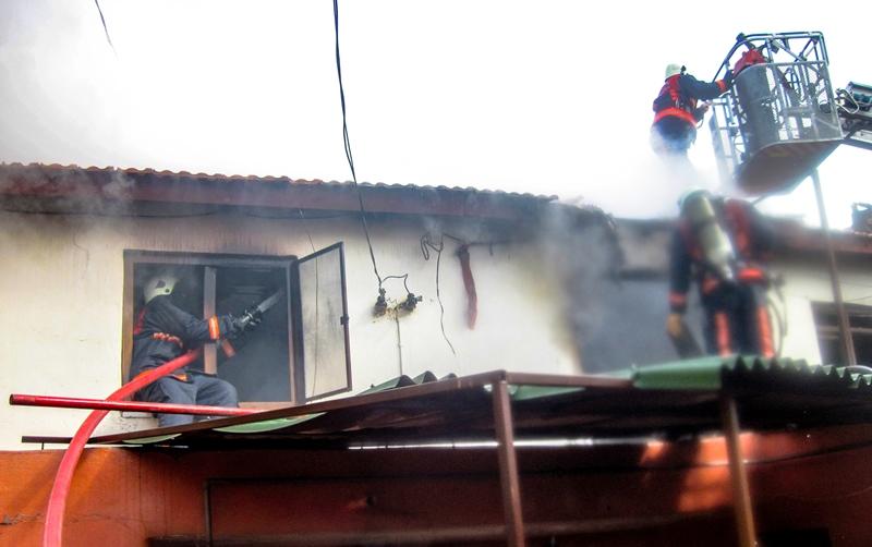 Çatalcada gecekondu yangını - Haberler - İstanbul İtfaiyesi