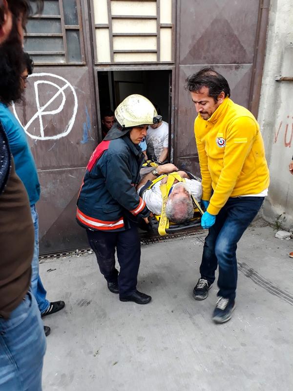Küçükçekmecede insan kurtarma - Haberler - İstanbul İtfaiyesi