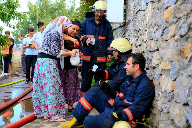 Ümraniyede gecekondu yangını - Haberler - İstanbul İtfaiyesi
