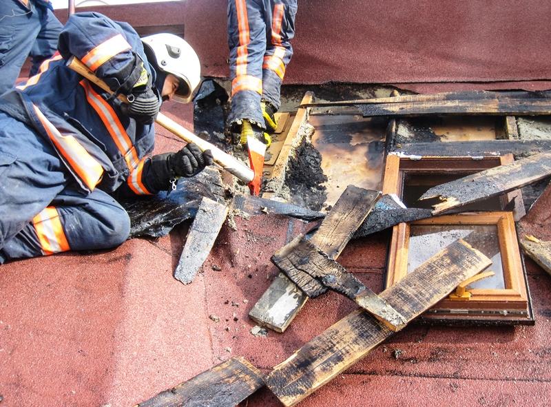 Kartalda çatı yangını - Haberler - İstanbul İtfaiyesi