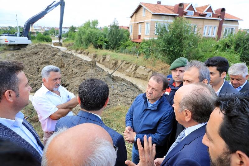 Topbaş Ve Şahin yağıştan etkilenen Silivride incelemelerde bulundu - Haberler - İstanbul İtfaiyesi