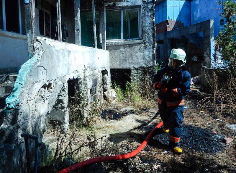 Pendikte metruk bina yangını - Haberler - İstanbul İtfaiyesi