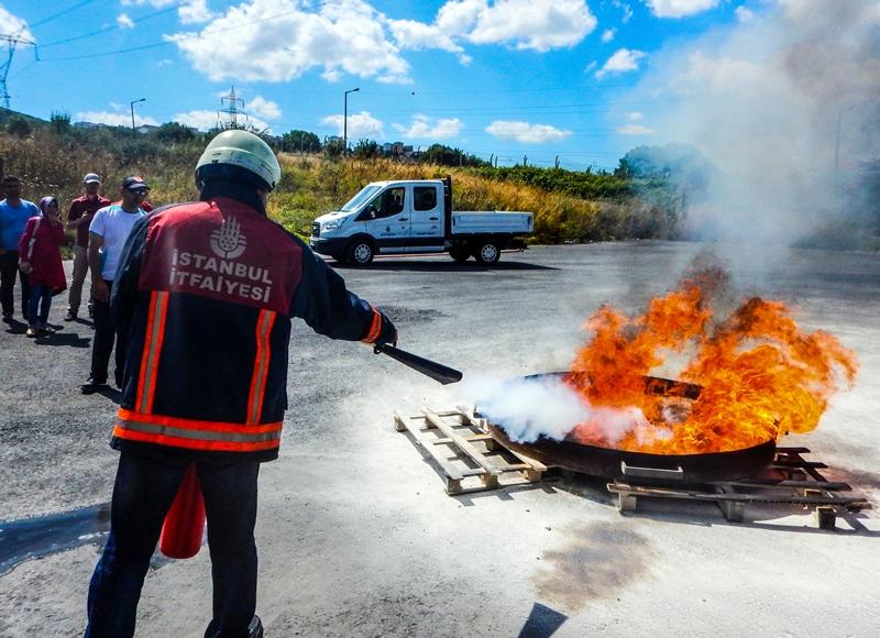 Yangına karşı bilinçlendirme ve yangın söndürme eğitimlerimiz devam ediyor - Haberler - İstanbul İtfaiyesi