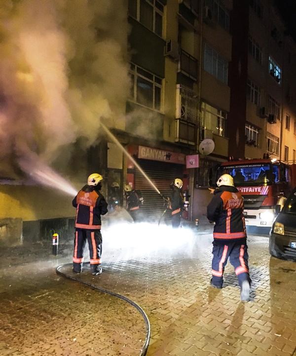 Bakırköyde ikametgah yangını - Haberler - İstanbul İtfaiyesi