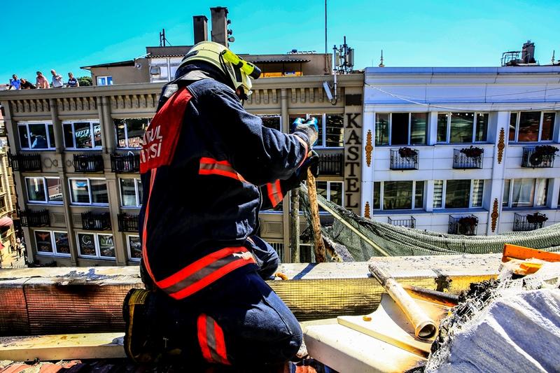 Fatihte dış cephe yangını - Haberler - İstanbul İtfaiyesi