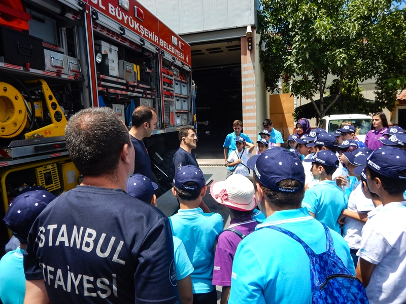 Genç kardeşlerimizi misafir ettik - Haberler - İstanbul İtfaiyesi