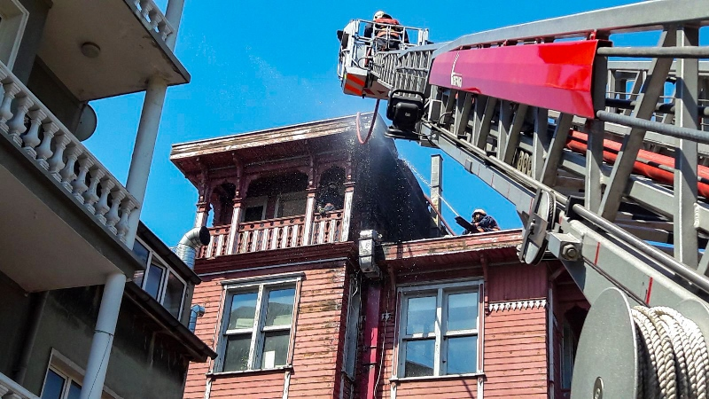Arnavutköyde ahşap bina yangını - Haberler - İstanbul İtfaiyesi