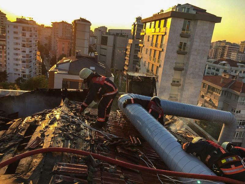 Kadıköyde çatı yangını - Haberler - İstanbul İtfaiyesi