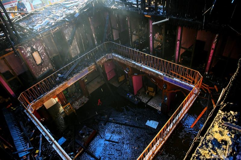 Beyoğlunda çatı yangını - Haberler - İstanbul İtfaiyesi